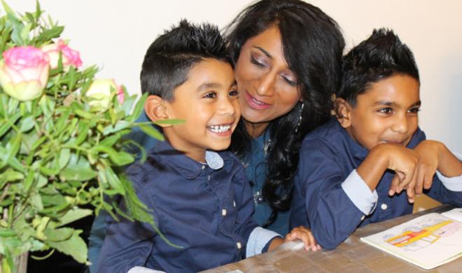 Shahz en kids aan tafel